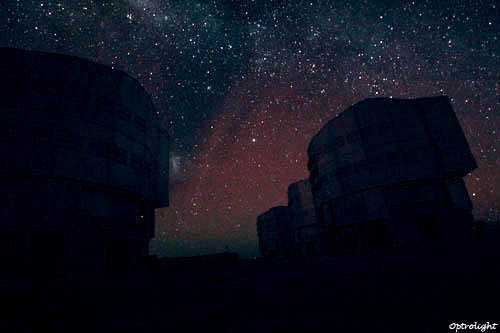 Photo des UT Paranal - Optrolight